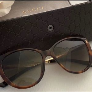 Gucci good condition comes with case